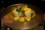 Kokusnussschaum auf Ananassoße